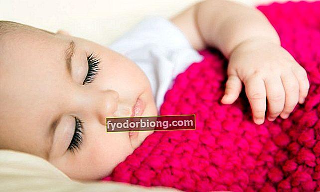 Sådan får du din baby til at sove på mindre end 1 minut